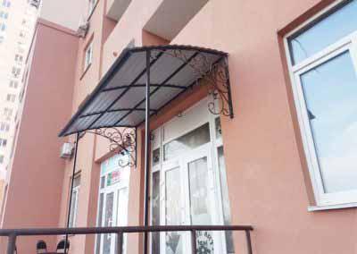 Входная группа – козырек для салона красоты на улице Крушельницкой 15
