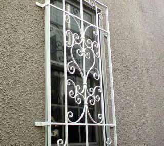 Белая решетка на окно от 11.04.19