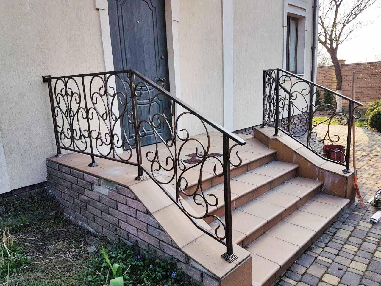балкон и перила для частного дома