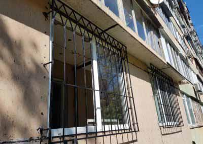 Прямая решетка на окно в готическом стиле