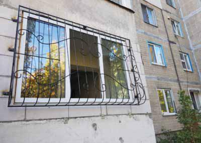 Луковичная решетка на окно по улице Милютенко от 17.10.19
