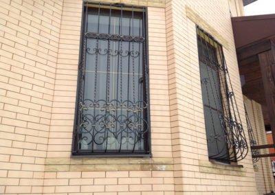 Решетка на высокое окно для загородного дома от 20.10.19 (артикул 201019)