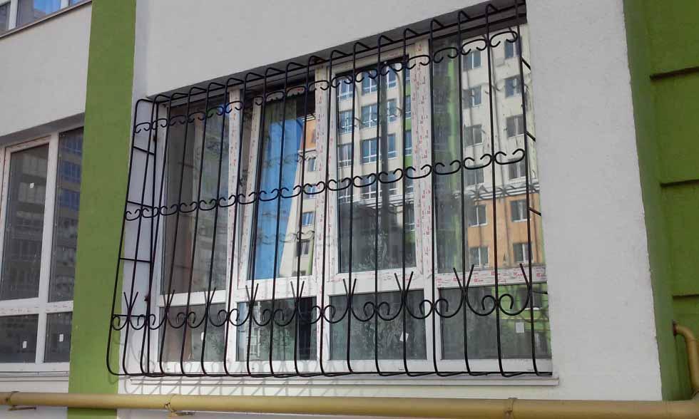 Двойная луковичная решетка на окно из круглого прута от 06.12.19 (61219)