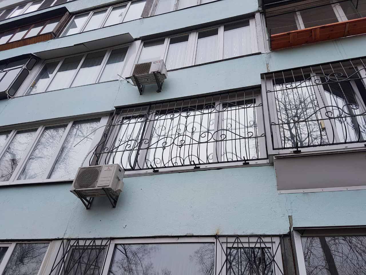 Луковичная решетка на втором этаже
