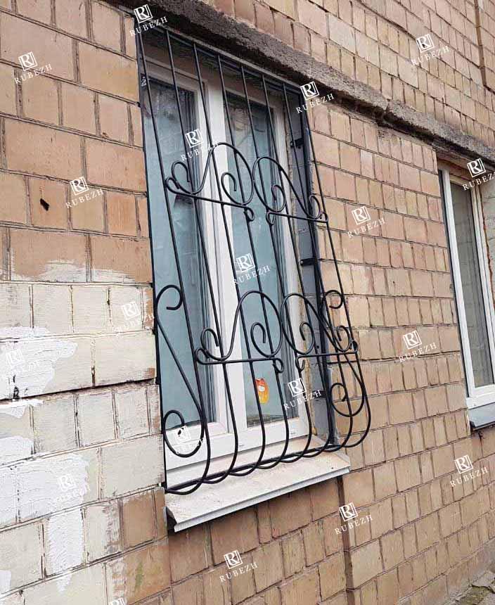Луковичная решетка на окно