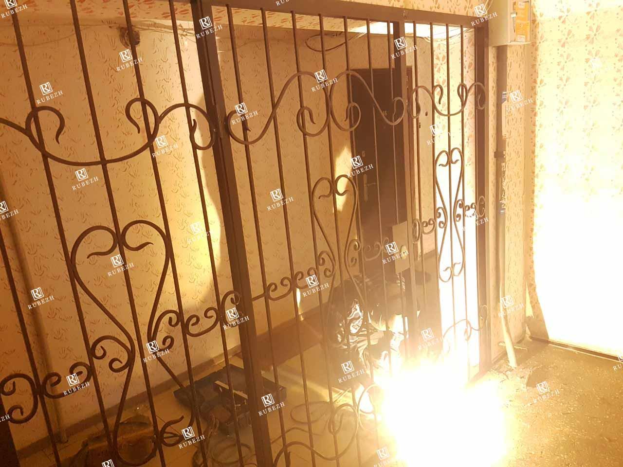 Решетчатые двери для общего коридора