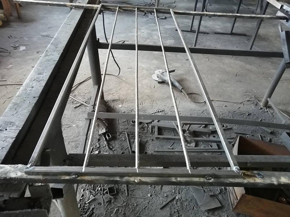как самостоятельно изготовить решетки для окон - вкладываем стойки в квадрат