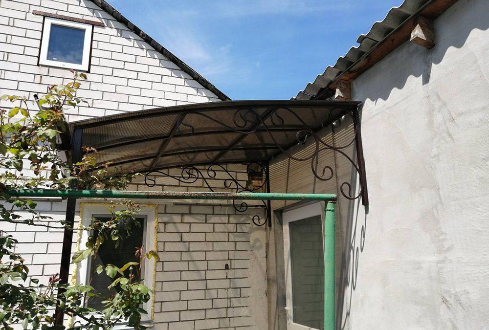 Козырек-навес над входом в частный дом от 15.05.20 (артикул 150520)