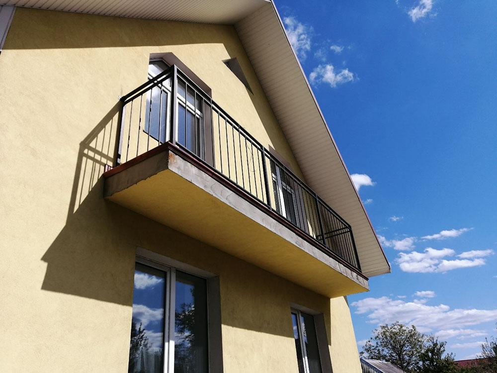 Перила на балкон в стиле Лофт.