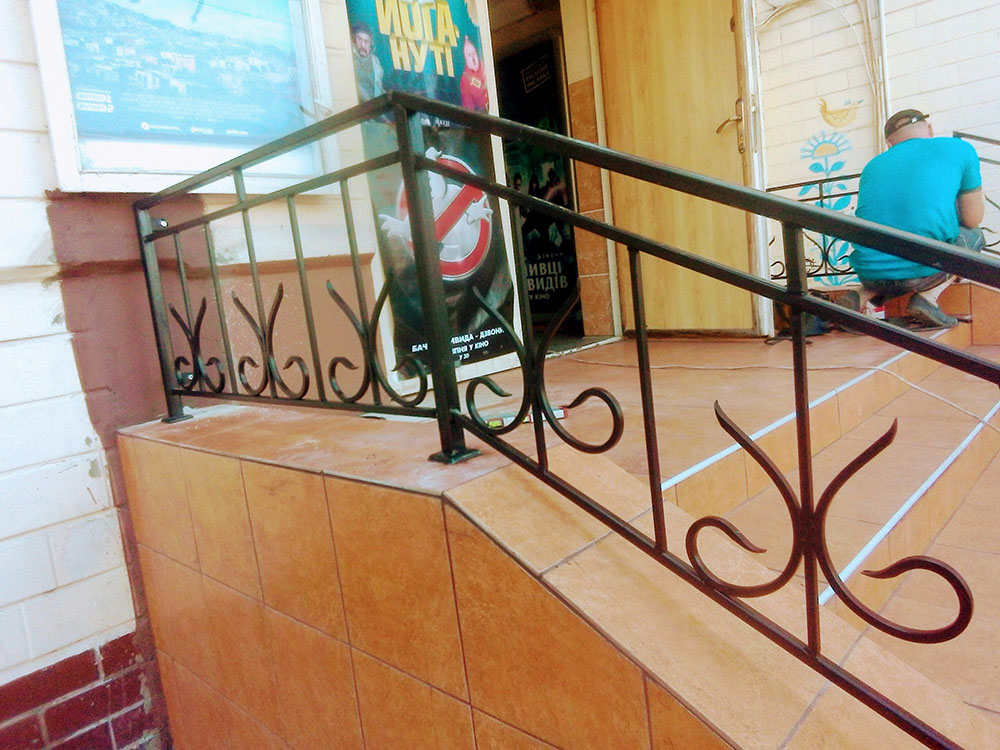 Поручни для лестниц в магазин 3