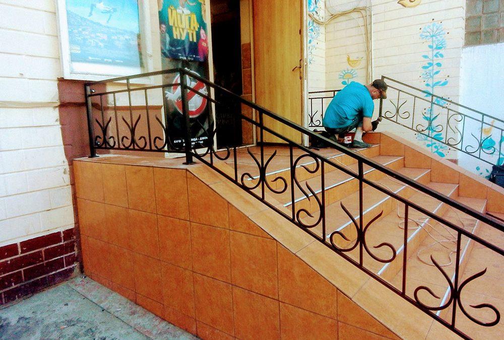 Поручни для лестницы в магазин от 19.07.20 (артикул 190720)