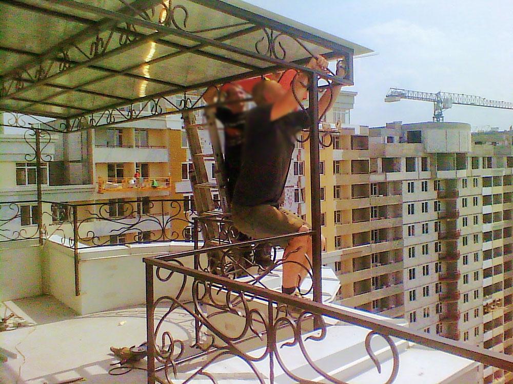 Козырек из поликарбоната для 25 этажа