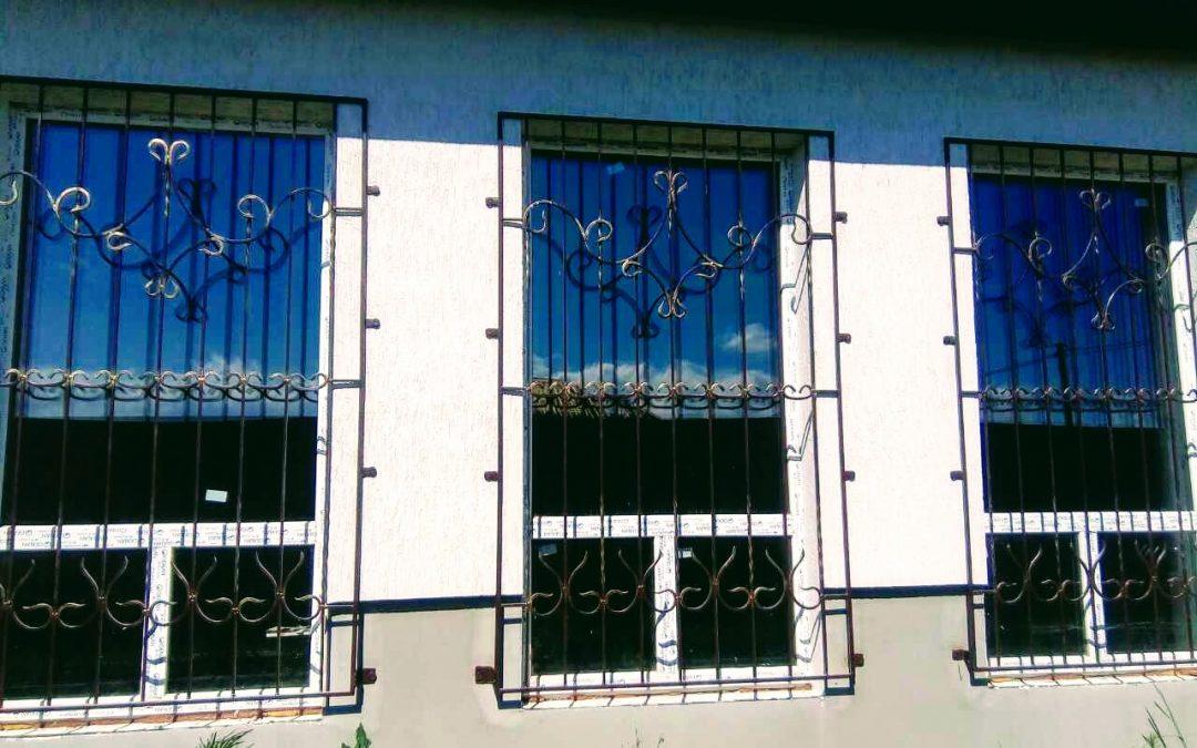 Металлические охранные решетки на окна заказать в Киеве от 14.06.17 (артикул 140617)