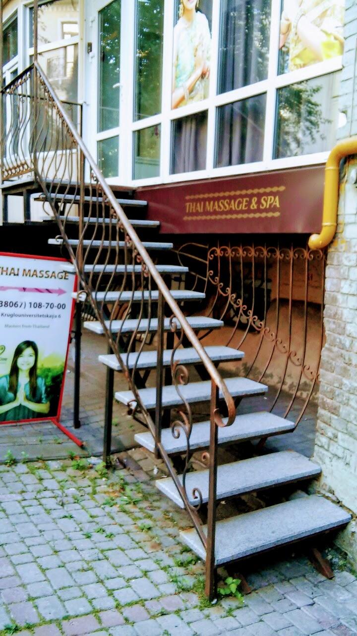 Изготовление лестниц для входа в магазин