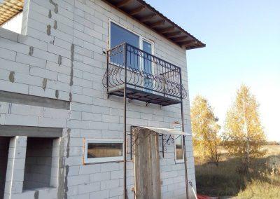 Выступающий балкон для частного дома