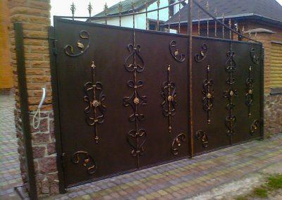 Металлические садовые ворота с коваными элементами от 29.11.20 (артикул 291120)