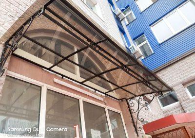 Козырьки над входом в подъезд жилого дома от 30.11.20 (артикул 301120)