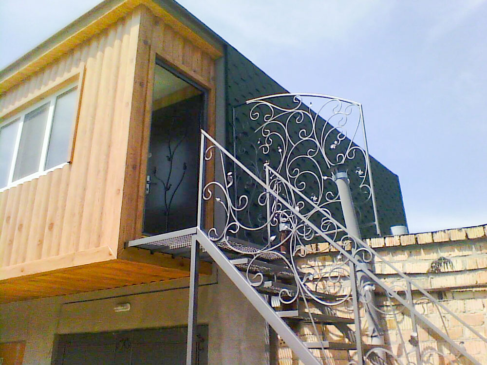 Металлическая лестница с перилами ковка от 07.12.20 (артикул 71220)