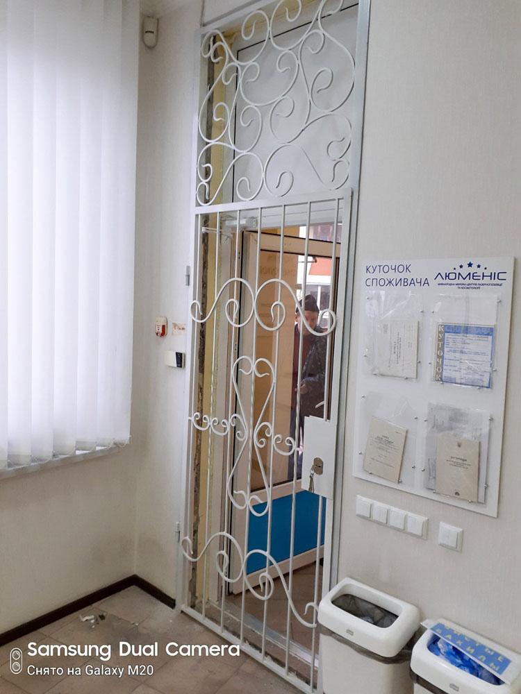 Белые двери решетка для салона