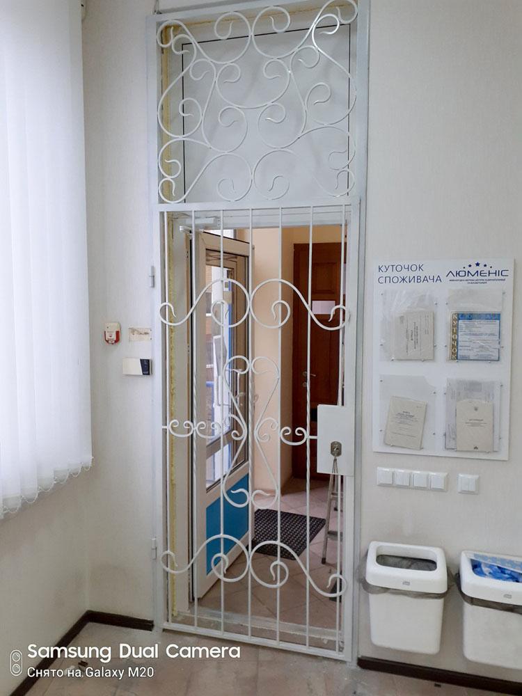 Двери решетка для салона лазерной эпиляции