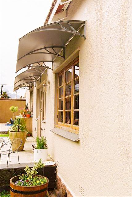 Козырек над окном от дождя в загородный дом от 19.03.21 (артикул 190321)