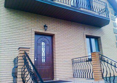 Уличные двери с ковкой