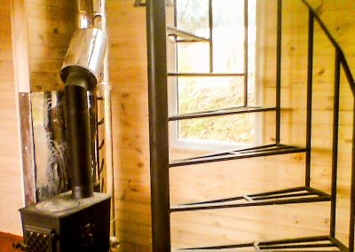 Изготовление металлической винтовой лестницы внутри дома от 01.04.21 (артикул 010421)