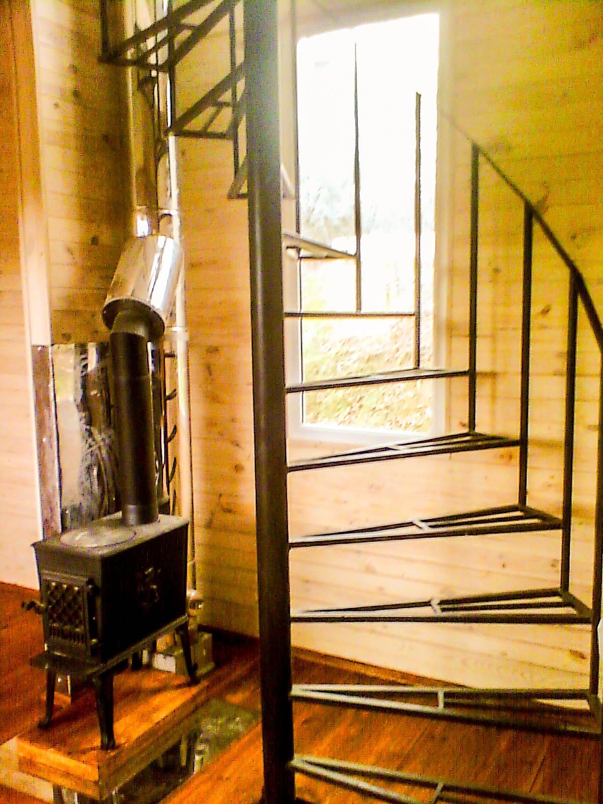 Изготовление металлической винтовой лестницы внутри дома