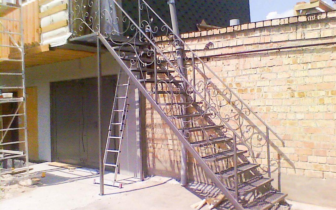 Изготовление металлической лестницы для дома от 03.04.21 (артикул 030421)
