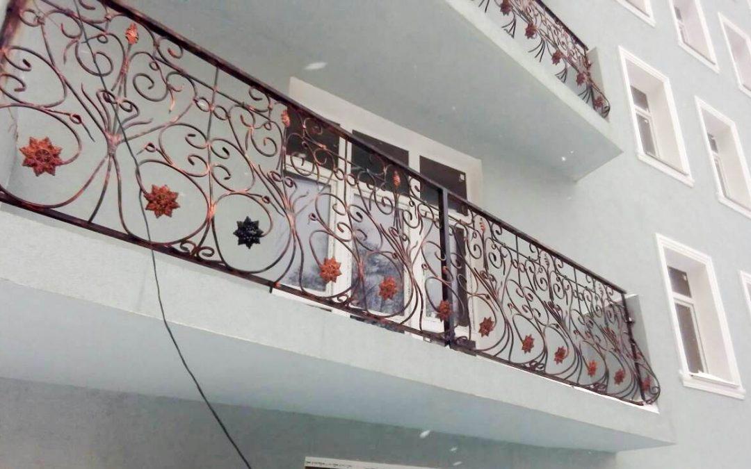 Балкон с художественными кованными перилами от 17.04.21 (артикул 170421)