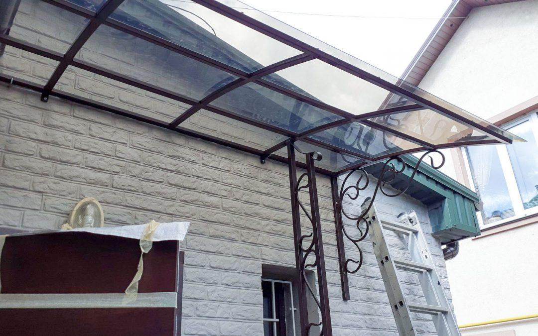 Навесы и Козырьки над входом в частный дом от 20.05.21 (артикул 200521)