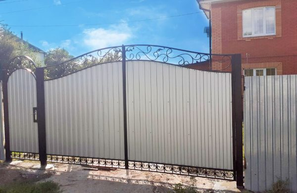 Белые ворота